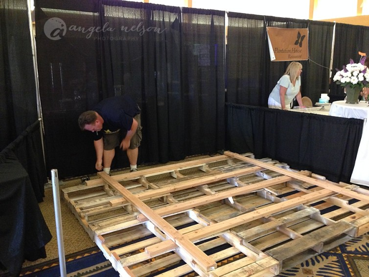 creating a pallet wall for a wedding expo photography booth Wedding Expo Maui maui wedding expo booth photographer_0007 wedding expo maui
