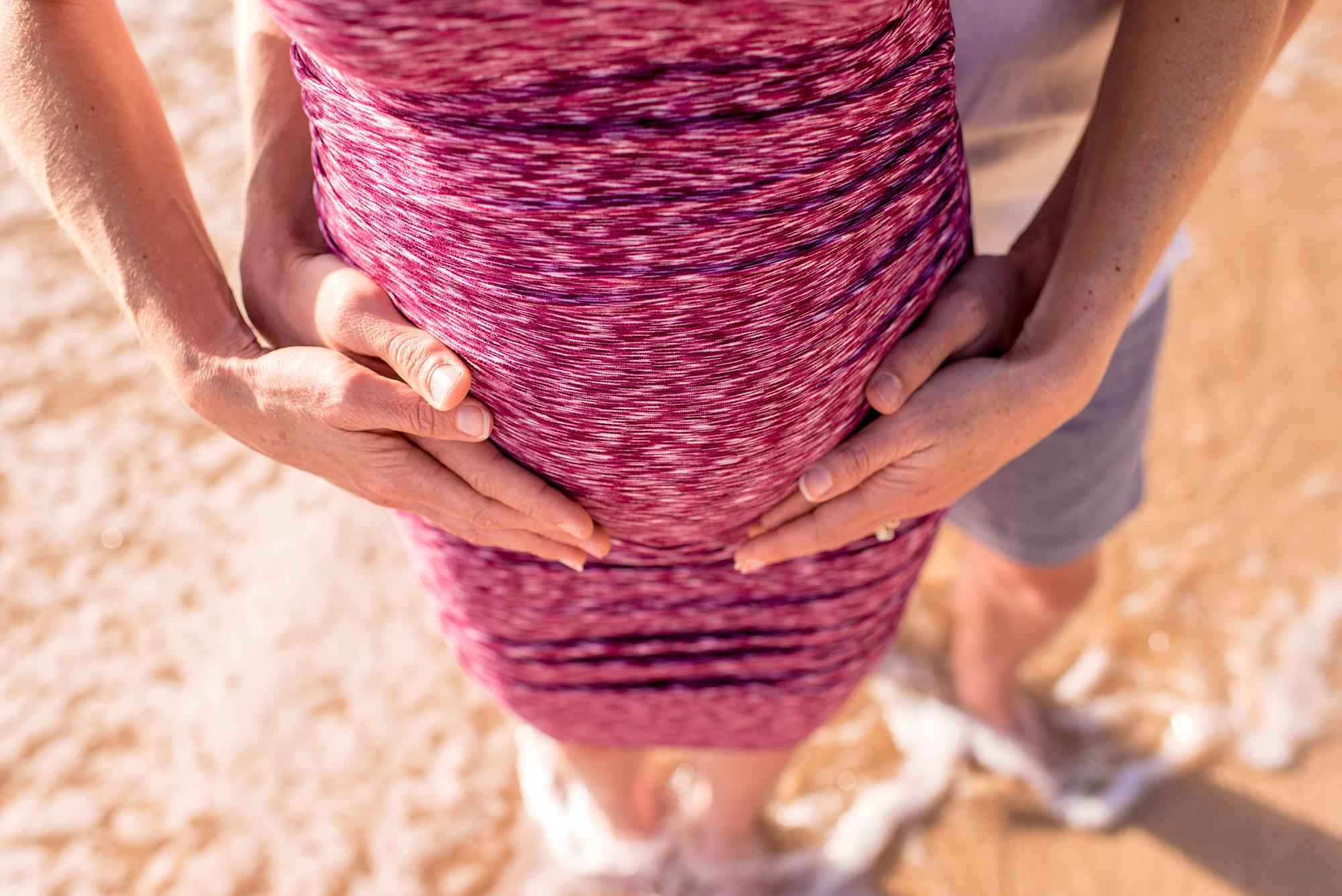 belly shot 25 weeks pregnant