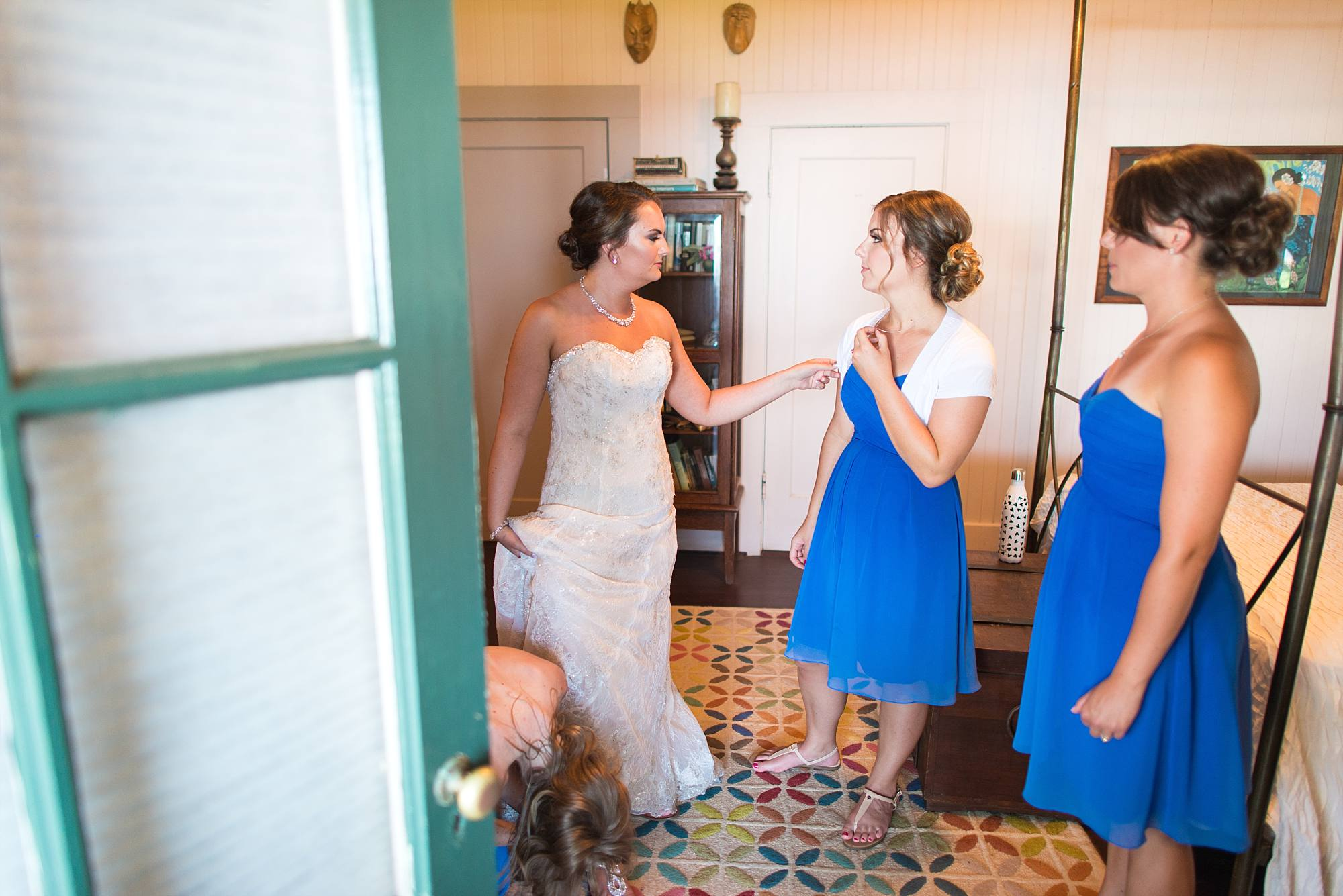 bride and bridal party getting ready to leave bridal suite