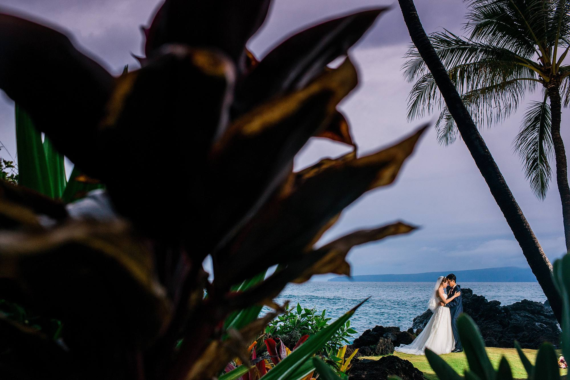 Rainy White Orchid Beach House Wedding_0040