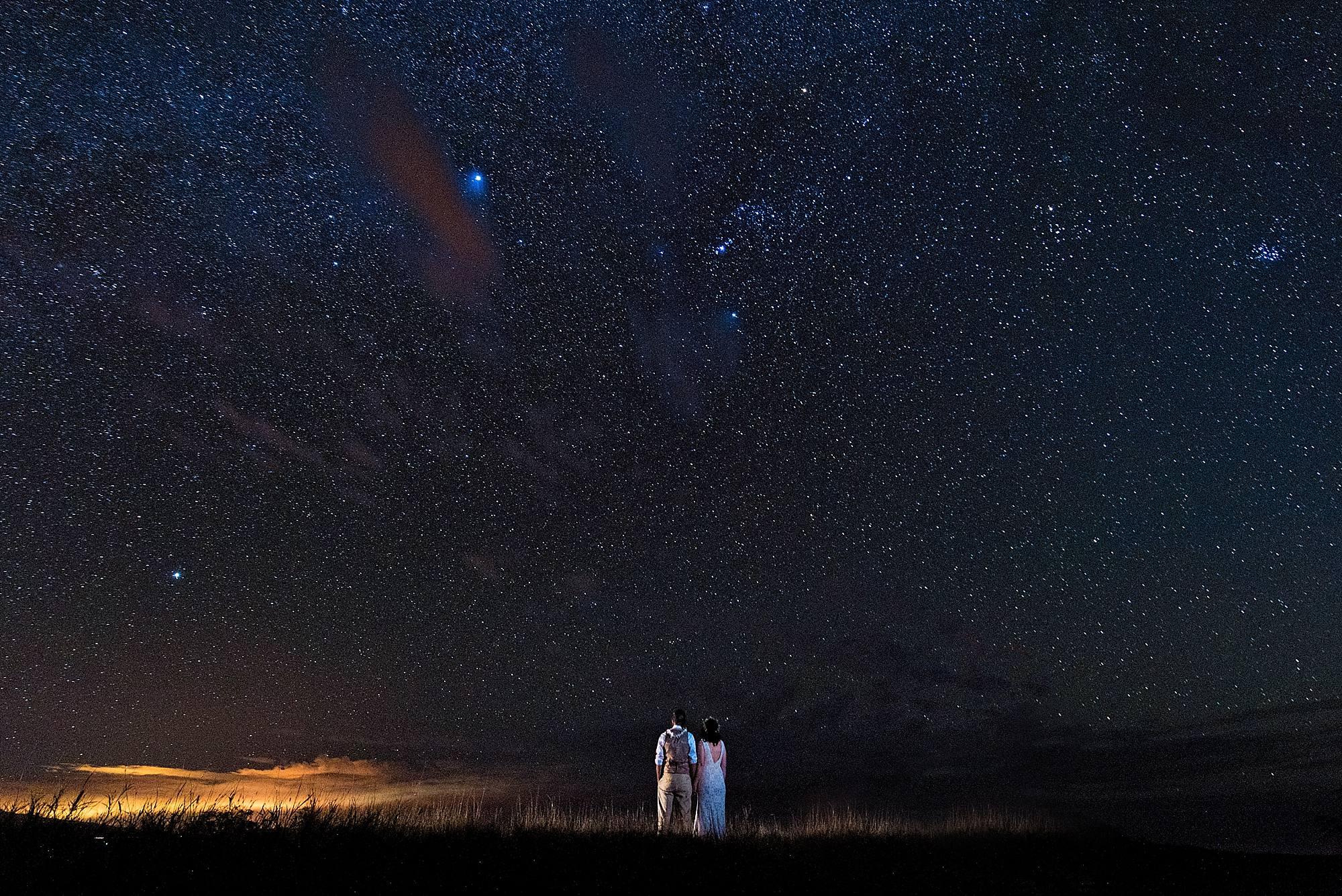 Wedding couple with stars on Big island