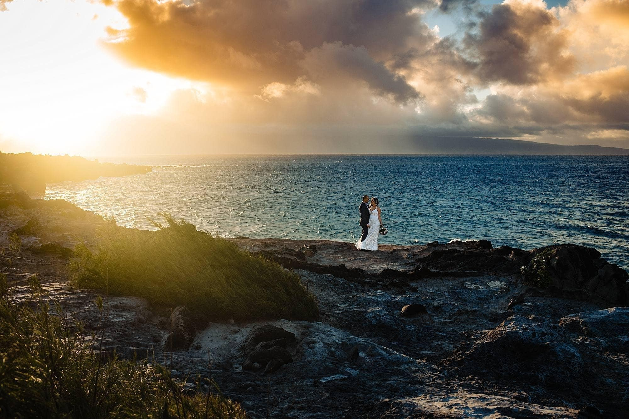 sunset bride and groom on oneloa cliffs in kapalua