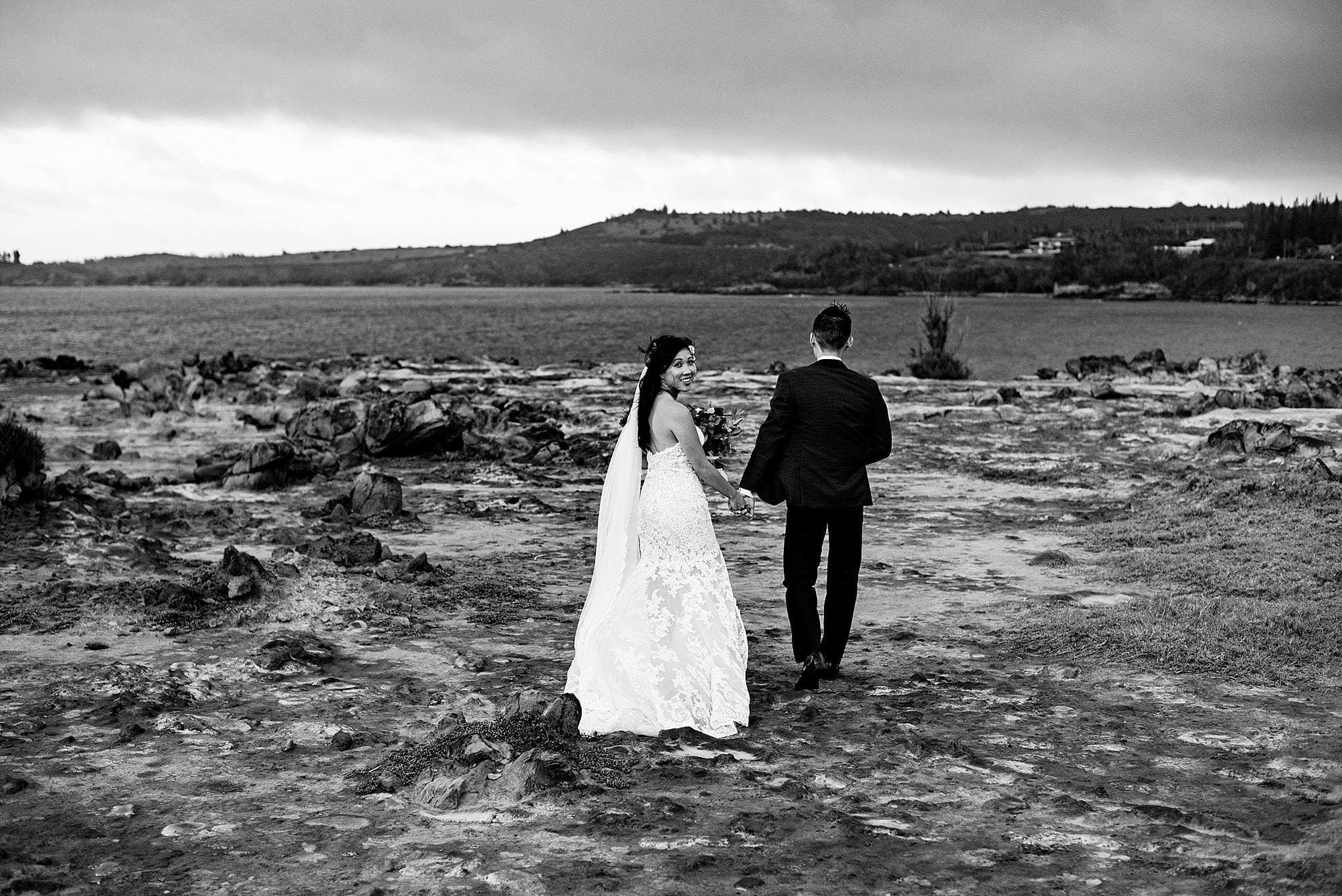 bride and groom at dragon's teeth in kapalua