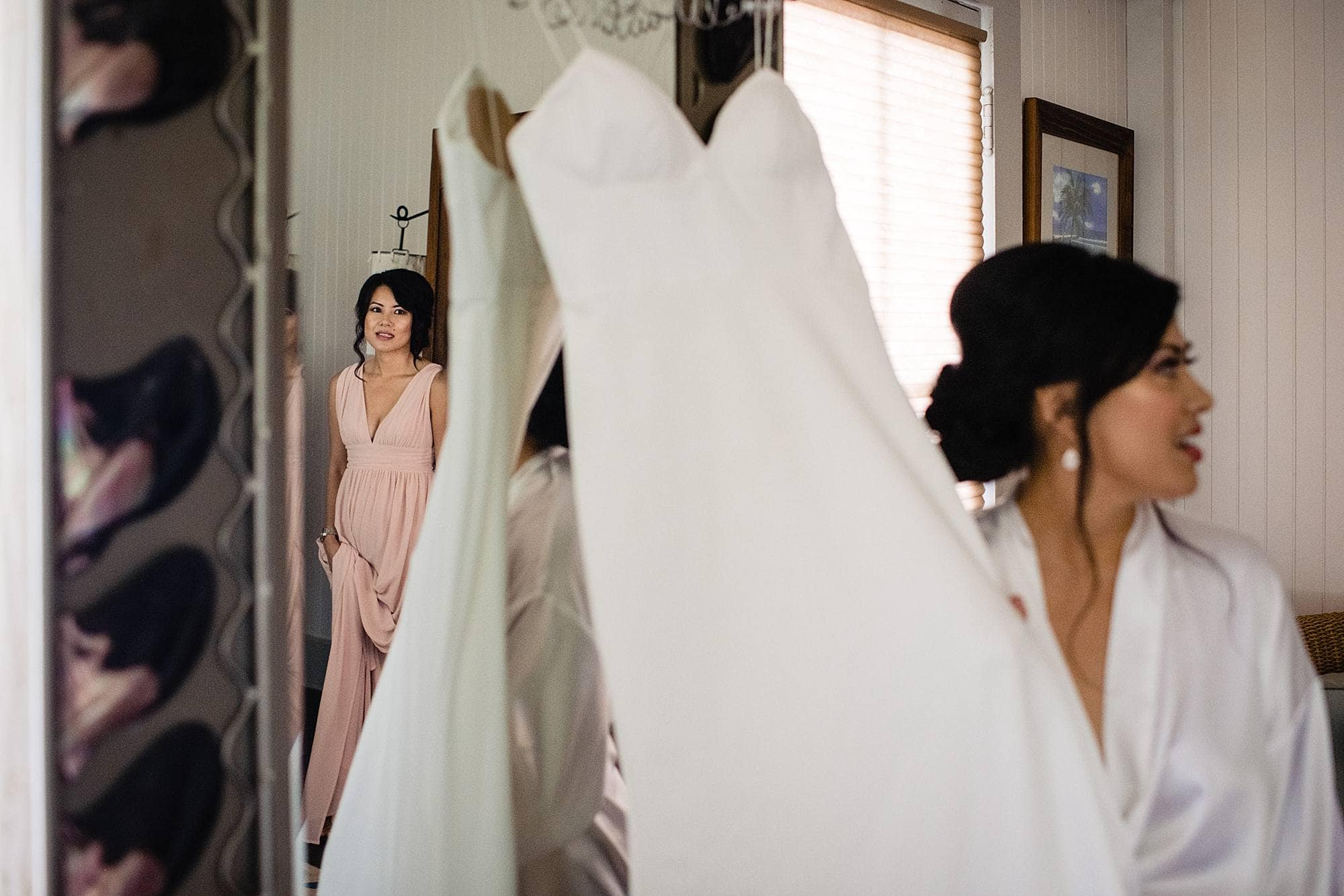 bride getting ready at olowalu plantation house