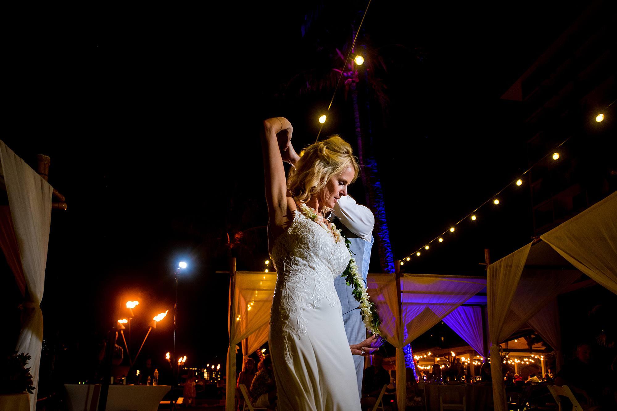 romantic first dance photos at westin kaanapali